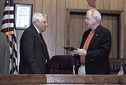 Gurwitz receives plaque from Mayor Tom Scott
